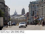 Купить «Москва, здание МИДа и перспектива Маросейки летом», эксклюзивное фото № 28590952, снято 16 июня 2018 г. (c) Дмитрий Неумоин / Фотобанк Лори