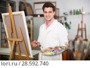 Artist painting on canvas. Стоковое фото, фотограф Яков Филимонов / Фотобанк Лори