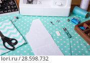 Купить «Sewing machine, removable presser feet and accessories, paper pattern on fabric for cutting», фото № 28598732, снято 10 января 2018 г. (c) Сергей Молодиков / Фотобанк Лори