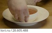 Купить «Cook Put Pieces Of Ice Around The Bowl», видеоролик № 28605488, снято 25 мая 2018 г. (c) Pavel Biryukov / Фотобанк Лори