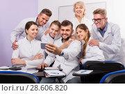 Купить «Smiling medical students and female professor taking selfie», фото № 28606820, снято 5 октября 2017 г. (c) Яков Филимонов / Фотобанк Лори