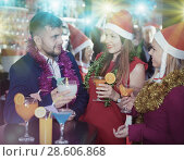Купить «Guy with girls on new year eve party in bar», фото № 28606868, снято 29 ноября 2017 г. (c) Яков Филимонов / Фотобанк Лори