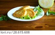 Купить «Fried zucchini fritters», видеоролик № 28615608, снято 21 июня 2018 г. (c) Peredniankina / Фотобанк Лори