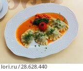 Купить «Traditional polish dumplings with mashed potato and tomato at plate», фото № 28628440, снято 11 мая 2018 г. (c) Яков Филимонов / Фотобанк Лори