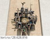 Купить «Часы на здании государственного академического центрального театра кукол имени С. В. Образцова. Полдень. Москва», фото № 28628816, снято 23 июня 2018 г. (c) Екатерина Овсянникова / Фотобанк Лори