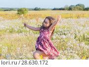 Купить «happy girl on summer field», фото № 28630172, снято 21 июня 2018 г. (c) Майя Крученкова / Фотобанк Лори