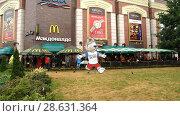 Купить «Испанские и Марокканские болельщики в кафе Калининграда», фото № 28631364, снято 25 июня 2018 г. (c) Ed_Z / Фотобанк Лори