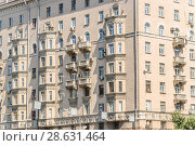 Фрагмент десятиэтажного кирпичного жилого дома, проспект Мира, 108. Москва (2012 год). Стоковое фото, фотограф Алёшина Оксана / Фотобанк Лори