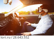 Купить «man behind the wheel wearing a virtual reality helmet», фото № 28643552, снято 16 июня 2019 г. (c) Wavebreak Media / Фотобанк Лори