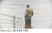 Купить «Old man fishing on the river», видеоролик № 28644140, снято 16 июля 2019 г. (c) Константин Шишкин / Фотобанк Лори