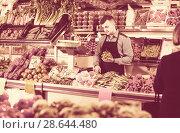 Купить «Male shopping assistant weighing grapes in grocery shop», фото № 28644480, снято 18 марта 2017 г. (c) Яков Филимонов / Фотобанк Лори