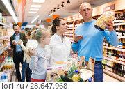 Купить «family is choosing food for dinner», фото № 28647968, снято 4 апреля 2018 г. (c) Яков Филимонов / Фотобанк Лори
