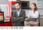 Купить «Man upset because of lack of necessary materials for kitchen furniture in store», фото № 28648020, снято 11 апреля 2018 г. (c) Яков Филимонов / Фотобанк Лори
