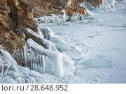 Купить «Icy rocky shore on lake Baikal. Large hanging icicles.», фото № 28648952, снято 14 декабря 2018 г. (c) Владимир Пойлов / Фотобанк Лори