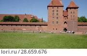 Купить «View of largest medieval brick Castle of Teutonic Order in Malbork, Poland», видеоролик № 28659676, снято 21 мая 2018 г. (c) Яков Филимонов / Фотобанк Лори