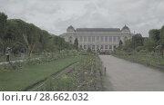 Купить «Botanical garden in Paris. The exterior of the Great Evolution Galery», видеоролик № 28662032, снято 7 июня 2018 г. (c) Ирина Мойсеева / Фотобанк Лори