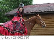 Купить «Цыганка стоит возле коня», фото № 28662780, снято 13 мая 2018 г. (c) Марина Володько / Фотобанк Лори