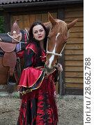 Купить «Цыганка стоит возле коня», фото № 28662788, снято 13 мая 2018 г. (c) Марина Володько / Фотобанк Лори