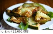 Купить «Fried zucchini seasoned with dill», видеоролик № 28663088, снято 30 июня 2018 г. (c) Peredniankina / Фотобанк Лори