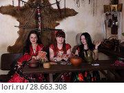 Купить «Три цыганки гадают на картах», фото № 28663308, снято 13 мая 2018 г. (c) Марина Володько / Фотобанк Лори