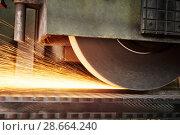 Купить «metalworking industry. finishing metal surface on horizontal grinder machine», фото № 28664240, снято 1 марта 2016 г. (c) Дмитрий Калиновский / Фотобанк Лори