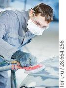 Купить «auto repairman grinding autobody bonnet», фото № 28664256, снято 15 марта 2016 г. (c) Дмитрий Калиновский / Фотобанк Лори