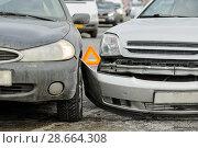 Купить «car crash on street, damaged automobiles after collision in city», фото № 28664308, снято 14 февраля 2018 г. (c) Дмитрий Калиновский / Фотобанк Лори