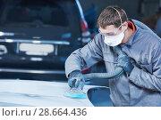 Купить «auto repairman grinding autobody bonnet», фото № 28664436, снято 15 марта 2016 г. (c) Дмитрий Калиновский / Фотобанк Лори