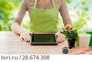 Купить «close up of female gardener with tablet pc», фото № 28674308, снято 3 марта 2015 г. (c) Syda Productions / Фотобанк Лори