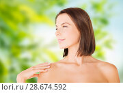 Купить «beautiful bare woman over green natural background», фото № 28674592, снято 25 июля 2013 г. (c) Syda Productions / Фотобанк Лори