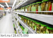 Купить «jars of pickles on grocery or supermarket shelves», фото № 28675000, снято 2 ноября 2016 г. (c) Syda Productions / Фотобанк Лори
