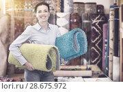 Купить «woman consumer holding carpet», фото № 28675972, снято 22 ноября 2017 г. (c) Яков Филимонов / Фотобанк Лори