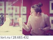 Купить «Young woman visitor using phone in museum», фото № 28683432, снято 18 ноября 2017 г. (c) Яков Филимонов / Фотобанк Лори
