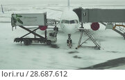 Купить «Service of the aircraft preparation for flight at a snowy aerodrome of Astana International Airport stock footage video», видеоролик № 28687612, снято 30 марта 2018 г. (c) Юлия Машкова / Фотобанк Лори