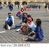 Купить «2018 FIFA World Cup. Tired fans are sitting on cobbles of Red Square. Москва», фото № 28688672, снято 5 июля 2018 г. (c) Валерия Попова / Фотобанк Лори