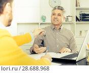 Купить «Mature man and agent sign rental agreement», фото № 28688968, снято 16 июля 2018 г. (c) Яков Филимонов / Фотобанк Лори