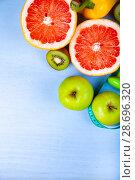 Купить «Food for diet and dumbbells», фото № 28696320, снято 11 апреля 2018 г. (c) Елена Блохина / Фотобанк Лори
