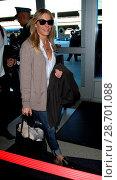 Купить «LeAnn Rimes and her husband Eddie Cibrian at Los Angeles International Airport (LAX) Featuring: LeAnn Rimes Where: Los Angeles, California, United States When: 28 Dec 2016 Credit: WENN.com», фото № 28701088, снято 28 декабря 2016 г. (c) age Fotostock / Фотобанк Лори