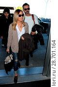 Купить «LeAnn Rimes and her husband Eddie Cibrian at Los Angeles International Airport (LAX) Featuring: LeAnn Rimes, Eddie Cibrian Where: Los Angeles, California...», фото № 28701164, снято 28 декабря 2016 г. (c) age Fotostock / Фотобанк Лори