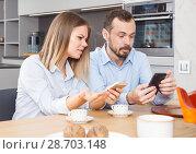 Купить «Irritated spouses with phones», фото № 28703148, снято 24 мая 2018 г. (c) Яков Филимонов / Фотобанк Лори