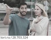 Купить «Female is showing to latino tourist the way to hotel», фото № 28703324, снято 10 августа 2017 г. (c) Яков Филимонов / Фотобанк Лори