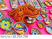 Купить «Национальные сувенирные изделия индейцев племени Уичоли, выполненные в технике бисерной мозаики. Национальный дом для мексиканских болельщиков в Гостином дворе. Празднование Дня мертвых. Москва», фото № 28703708, снято 29 июня 2018 г. (c) Алёшина Оксана / Фотобанк Лори