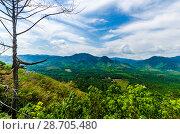 Купить «Живописный вид с горы на поля, джунгли и и долину Краби, Таиланд», фото № 28705480, снято 17 февраля 2013 г. (c) Игорь Рожков / Фотобанк Лори