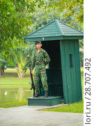 Купить «Охрана в летней королевской резиденции. Аюттхая. Таиланд», фото № 28707492, снято 24 ноября 2013 г. (c) Александр Романов / Фотобанк Лори