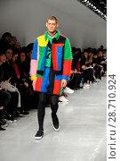 Купить «London Fashion Week Men's - Bobby Abley - Catwalk Featuring: Model Where: London, United Kingdom When: 06 Jan 2017 Credit: WENN.com», фото № 28710924, снято 6 января 2017 г. (c) age Fotostock / Фотобанк Лори