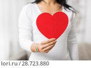 Купить «woman with gay awareness wristband holding heart», фото № 28723880, снято 14 ноября 2017 г. (c) Syda Productions / Фотобанк Лори
