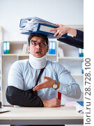 Купить «Injured man getting more work from his boss», фото № 28728100, снято 7 апреля 2018 г. (c) Elnur / Фотобанк Лори
