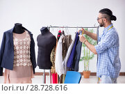 Купить «Male tailor working in the workshop on new designs», фото № 28728616, снято 12 апреля 2018 г. (c) Elnur / Фотобанк Лори