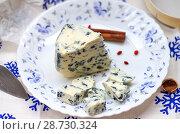 Купить «Мягкий сыр с плесенью», фото № 28730324, снято 9 июля 2018 г. (c) Natalya Sidorova / Фотобанк Лори