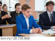 Купить «Старшеклассники в школе на уроках», фото № 28730868, снято 9 апреля 2018 г. (c) Иван Карпов / Фотобанк Лори